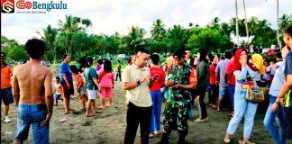 Diduga Tidak Bisa Berenang, Dua Orang Ini Hilang Digulung Ombak