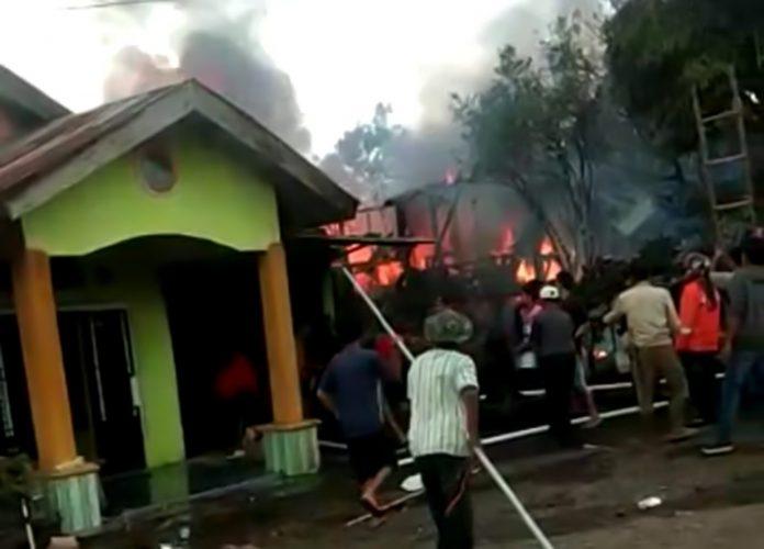 kebakaran di Desa Tik Kuto